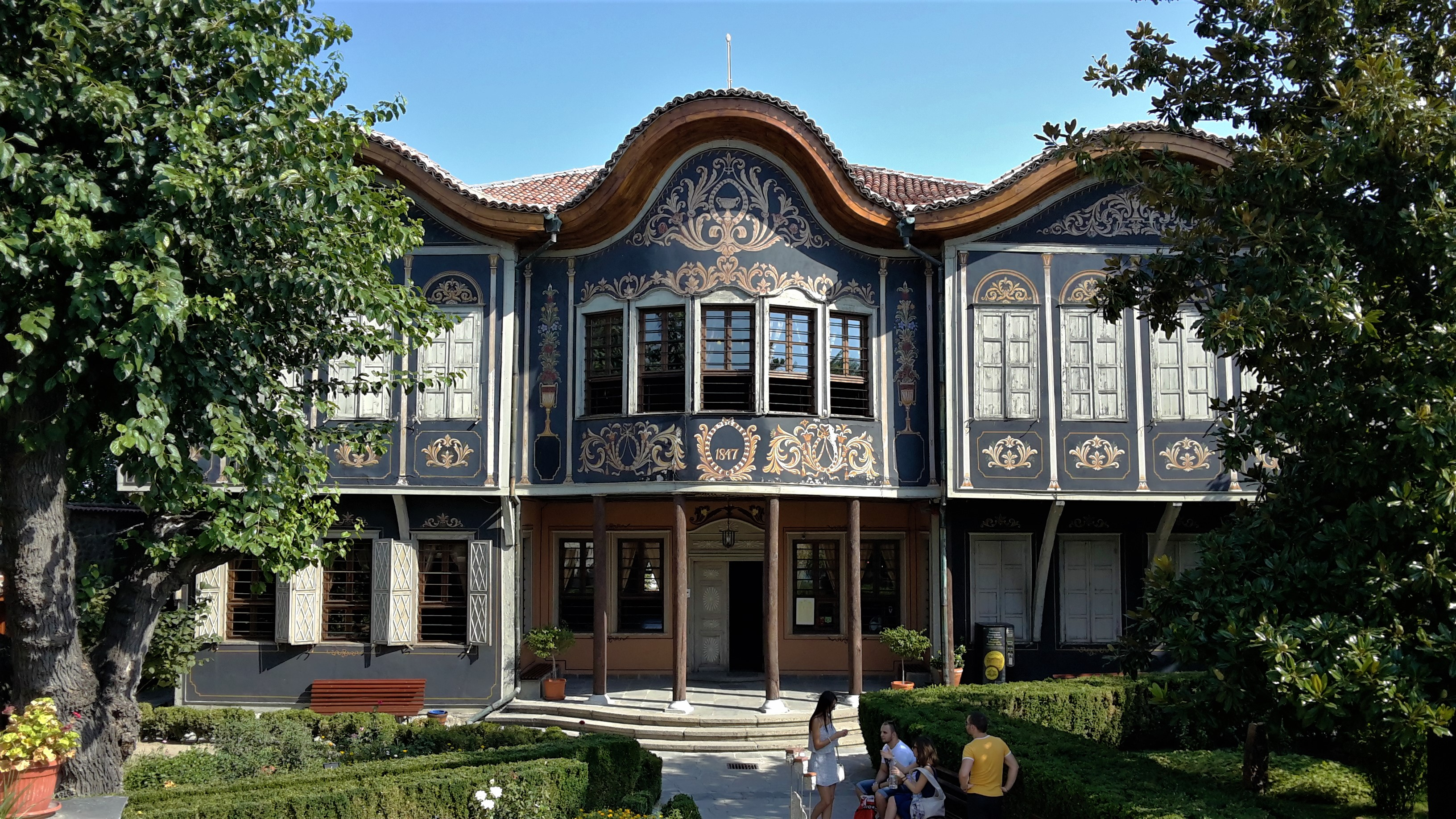 ethnographic museum, old town, picturesque, impressive facade, uniqu wood-casrved ceiling, nice yard